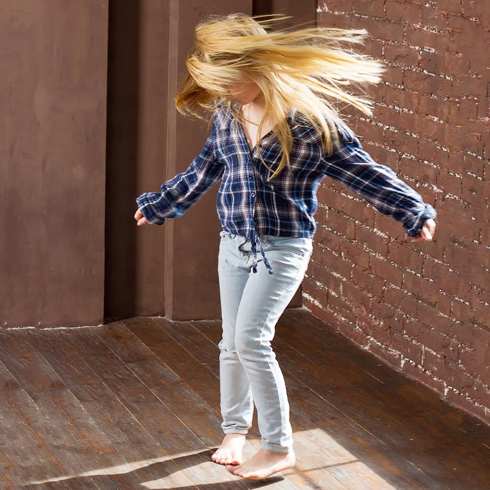study on dance movement therapy This thesis uses a case study format to examine the use of dance/movement therapy with an adolescent boy with autism spectrum disorder (asd) it provides background information on asd and the effectiveness of dance/movement therapy with this population.